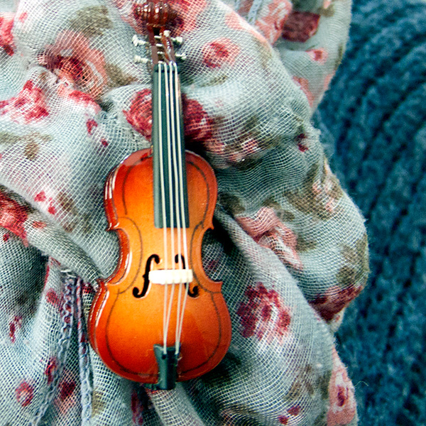 Cello sierspeld of broche