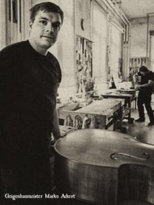 Geigenbaumeister Marko Ackert, specialist in oud gemaakte cello's